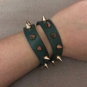 2 in 1.. Chocker and bracelet wrap